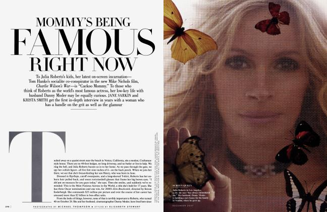Article Preview: MOMMY'S BEING FAMOUS RIGHT NOW, December 2007 2007 | Vanity Fair